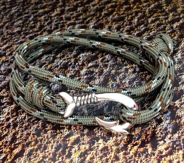 Dolphin Tail Fish Hook - Desert Camo Bracelet (^_^)vHook your fortune!!http://www.shopjay.com/products/list.php?category