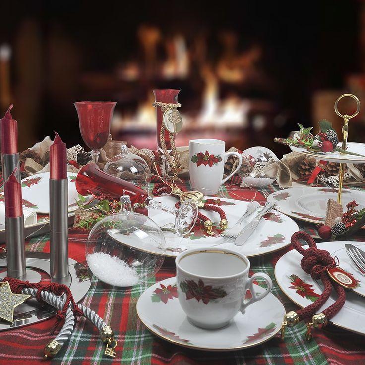 Για τα Χριστούγεννα σας προτείνουμε ένα μοναδικό σετ πιάτων , από φίνα ευρωπαϊκή πορσελάνη. με σχέδιο το Αλεξανδρινό. Το σετ αποτελείται από : 24 πιάτα ρηχά, 12 βαθιά, 12 φρούτου, 12 γλυκού, 3 πιατέλες οβάλ και 1 στρογγυλή, 2 σαλατιέρες, 4 ραβιέρες, 1 σουπιέρα και μία σαλτσιέρα. Θα καταπλήξετε τους καλεσμένους σας!