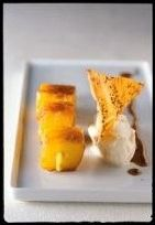 Gebakken ananas met kerriekaramel en vanille-ijs #