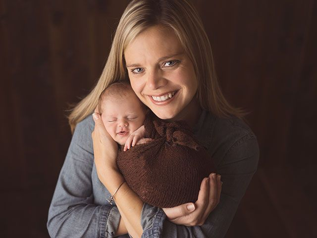 Bianca hubble is a gainesville ga newborn photographer offering newborn portraits maternity and infant photography