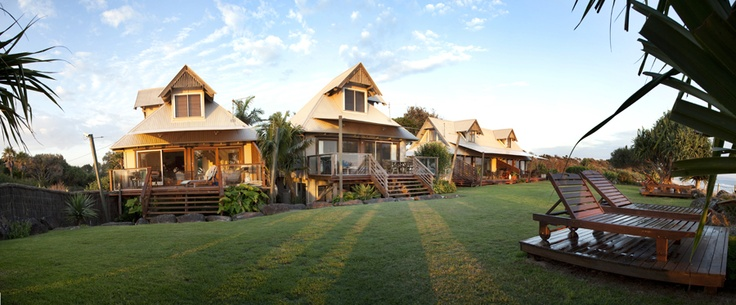 Bluewater on the Beach - beachfront at Belongil. Winter deal pay 6 stay 7 nights!