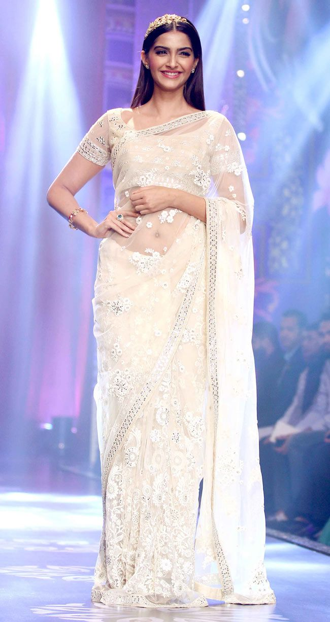 Sonam Kapoor at the Indian International Jewellery Week 2014 finale. #Style #Bollywood #Fashion #Beauty #IIJW