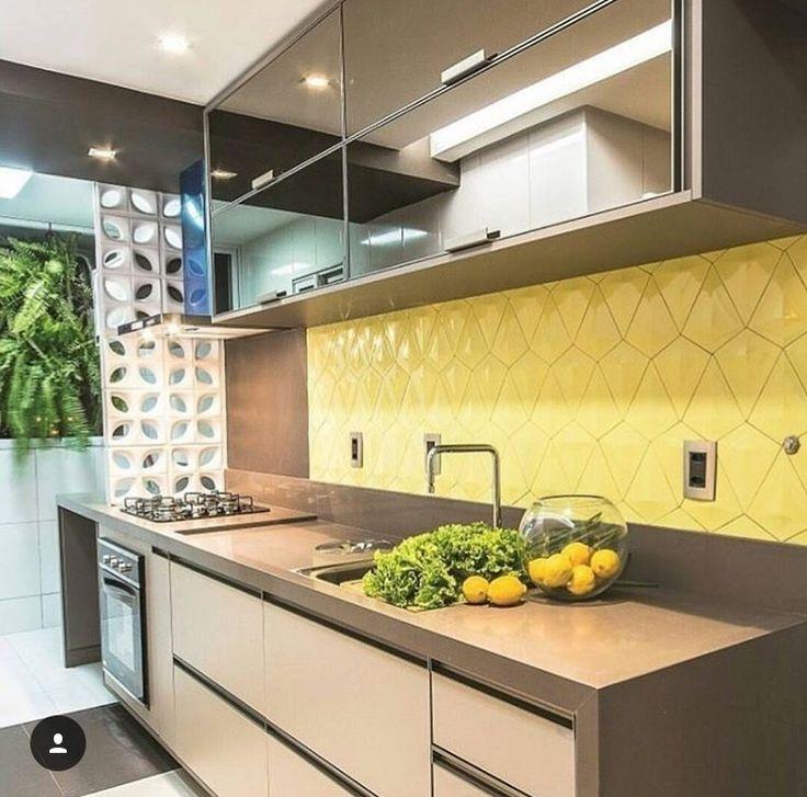Cozinha amarela com revestimento  da linha Premium Eliane Revestimentos
