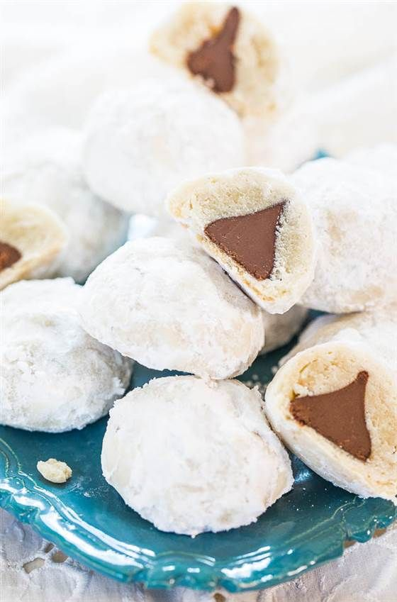 You only need three ingredients to make these wintery Chocolate Kiss Powder Puff cookies. Easy and delicious!