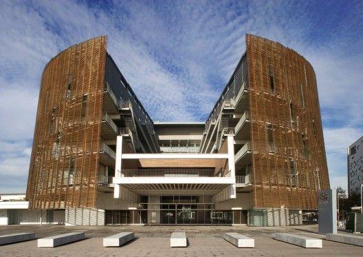 Architects: Manel Brullet & Albert de Pineda Location: Barcelona, Spain Project year: 2006 Client: Grup Agrupació Mutua, Ajuntament de Barcelona y