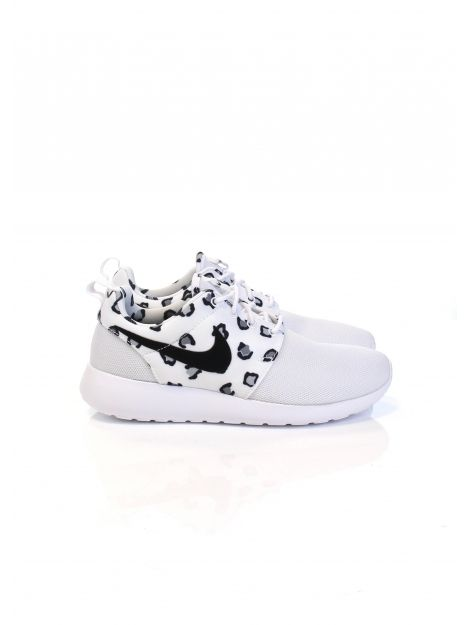 Deze Nike Rosherun One Sneakers vind je nu via Aldoor in de uitverkoop! #heren #mannen #mode #schoenen #sneakers #wit #men #fashion #shoes #white #sale