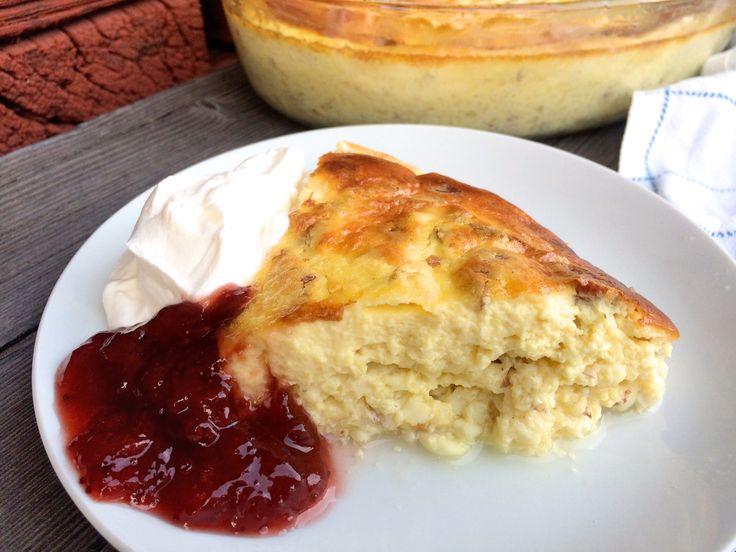 Ostkaka är en lite bortglömd favorit som jag vill lyfta fram. Den här varianten gjord på keso (även kallad falsk ostkaka) smakar precis som riktig ostkaka och är så otroligt lätt att göra....