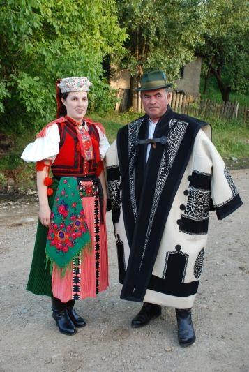 ezerdely_kalotaszeg_regio_kalotaszeg_kalotaszegi_nepi_viselet_.jpg