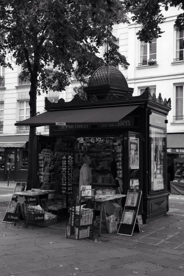 Paris black white photography kiosk street