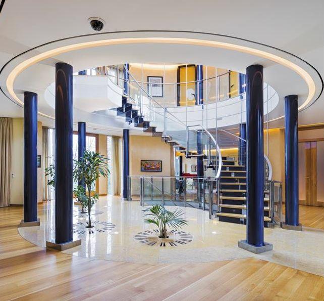 Contemporary rotunda staircase