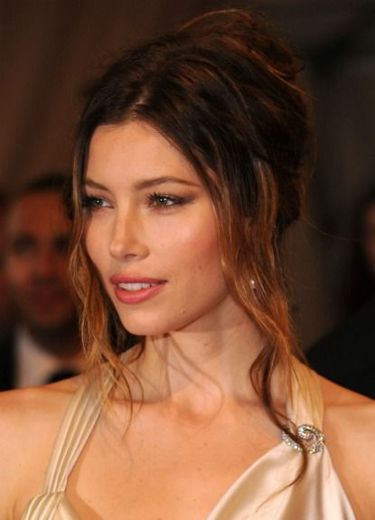 Google Image Result for http://www.glamour.com/weddings/blogs/save-the-date/2011/12/21/1222-jessica_biel_wedding_hair_3.jpg