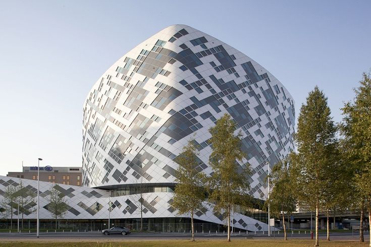 mecanoo organizes amsterdam hilton airport hotel around 42m high atrium