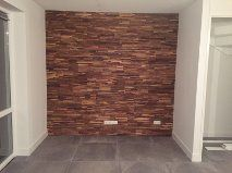 ... houtstrips is weer eens wat anders dan steenstrips, behang of muurverf