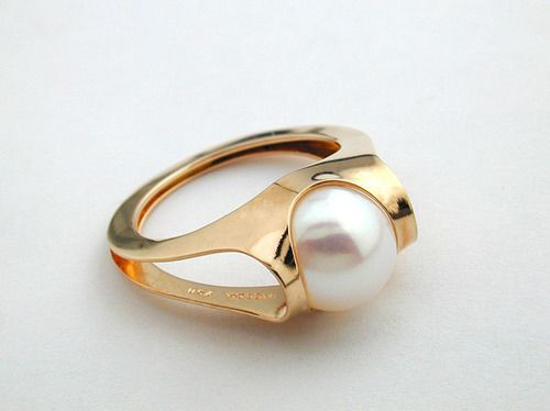 Golden ring with a white pearl - Cris Figueired♥                              …