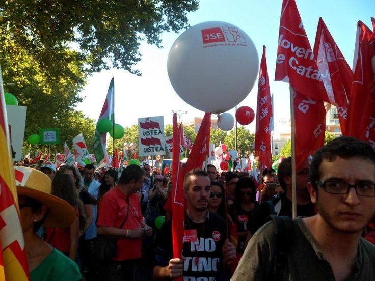 Nos manifestaremos, como hicimos ayer... la Fabrica es suya pero nuestro el poder. (Madrid)