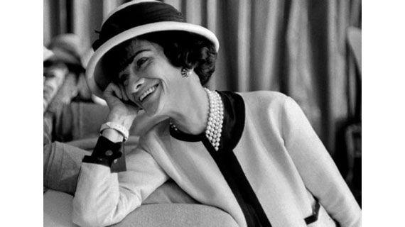 Η διάσημη σχεδιάστρια στα απομνημονεύματά της δίνει μαθήματα ζωής και στιλ