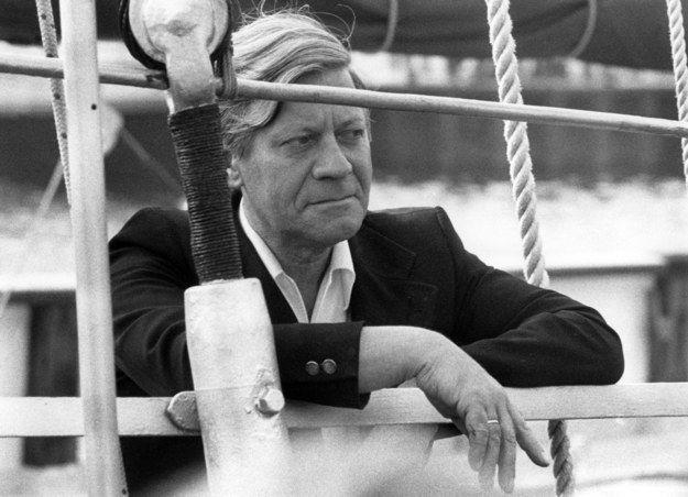 Als dieses filmreife Foto bewies, dass er Hanseat durch und durch war. | 19 Fotos, für die Du Helmut Schmidt für immer cool finden wirst