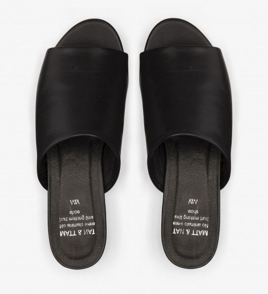 http://mattandnat.com/shop/collections/shoes/frontenac-black-2994