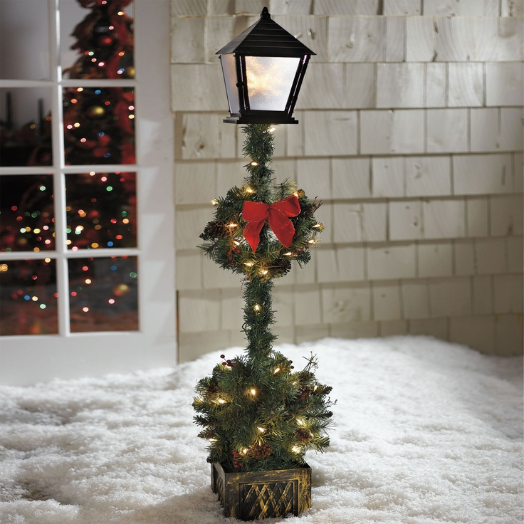 Delightful Cordless 5u0027 Lamp Post Topiary | Outdoor Christmas Decor