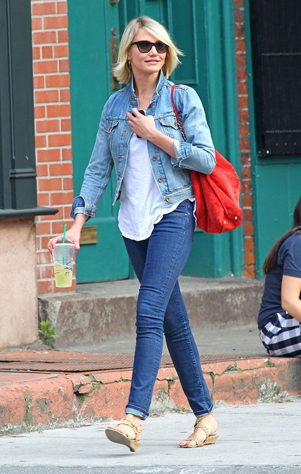 Cameron Diaz in faded jacket with dark blue skinny jeans. She breaks up the look with a white t-shirt and an eye-catching red.