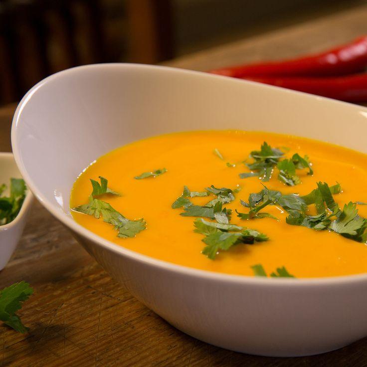 Une soupe rapide et légèrement exotique au potimarron, au gingembre et au lait de coco. Pour apporter une touche taïlandaise, vous pouvez la servir avec...