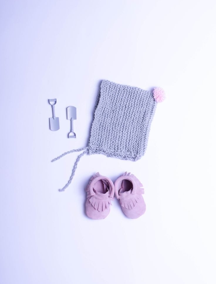 bonnet hat #pink #grey #babyhat #knitthat #babyshoes #bonnet #knitting