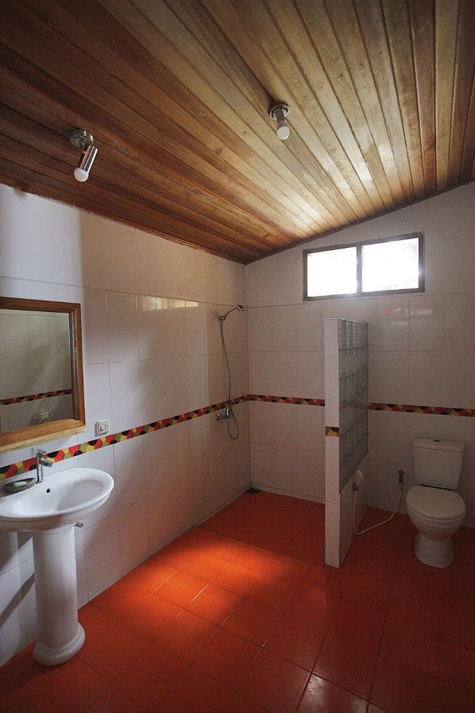 Onong Resort Siladen . Beach View Cottage Bathroom . Celebes Divers