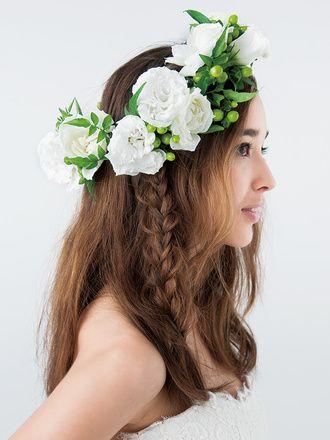 花冠はアシンメトリーにあしらって大人っぽいこなれ感♪ ♡花嫁の髪型ハワイ・ビーチ参考一覧♡