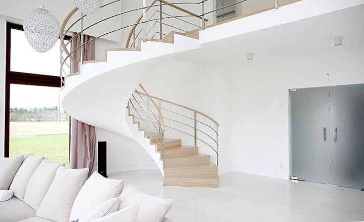 Nowoczesne schody w pokoju dziennym - Alab KOWALSTWO - HomeSquare