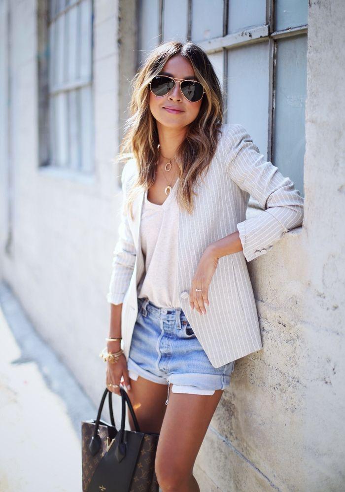 Top mit Shorts und Blazer kombinieren