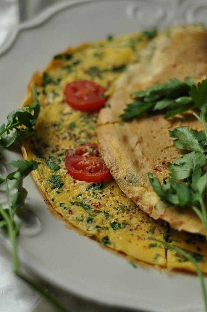 Pietruszkowy omlet z pomidorami