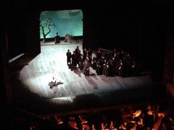 @Teatro alla Scala  #Milano, Lucia di Lammermoor - Scena finale Edgardo si uccide per l'amor perduto