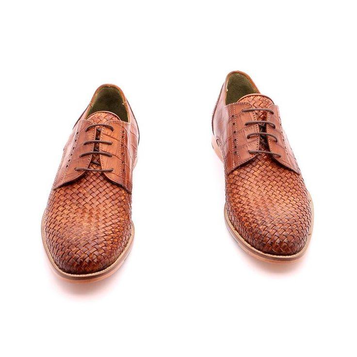 Scarpe primavera / estate per l'uomo, scarpe basse, di colore marrone, vero cuoio intrecciato, Suola in gomma cucito con la scarpa, disegno antiscivolo, fatte a mano in Italia.