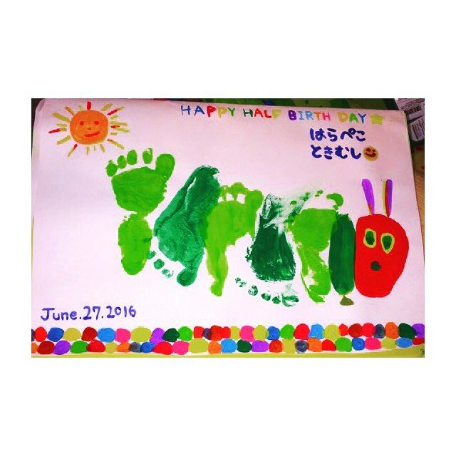 やっと完成〜😭💖 1枚目足型グダグダでした😦💦 全部手描きで母がんばりました。💮💮 #ハーフバースデー  #生後6ヶ月 #男の子  #足型アート  #はらぺこあおむし #手描き  #6月27日