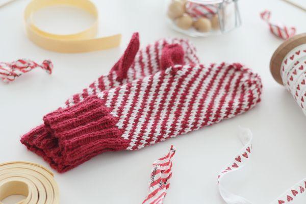 Candy stripe mittens