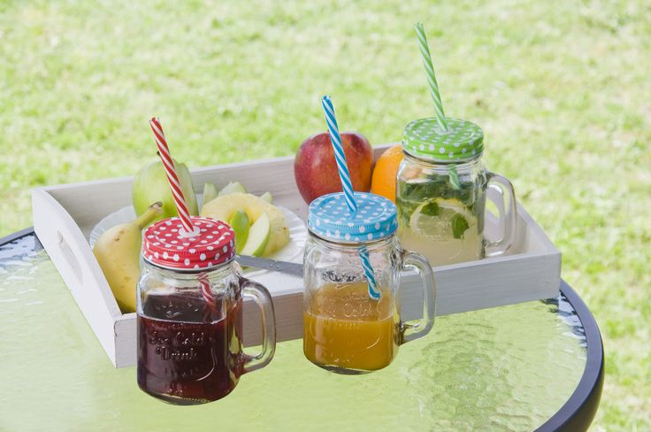 Enjoy your cool summer drink in stylish glass jars!