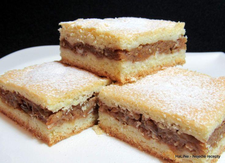 Křehký jablečný koláč          Rozpis na plech velikosti 30 x 40 centimetrů.