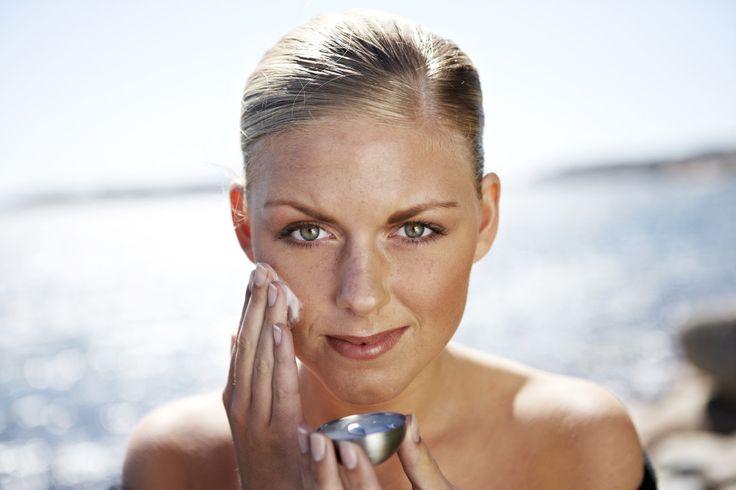 Ansiktsbehandlingar med ekologiska hudvårdsprodukter från Maria Åkerberg.