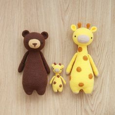 Tall Bear, Tall Giraffe, and Mini Giraffe crochet patterns are all available in Portuguese.  You can find the crochet pattern in my pattern store here.