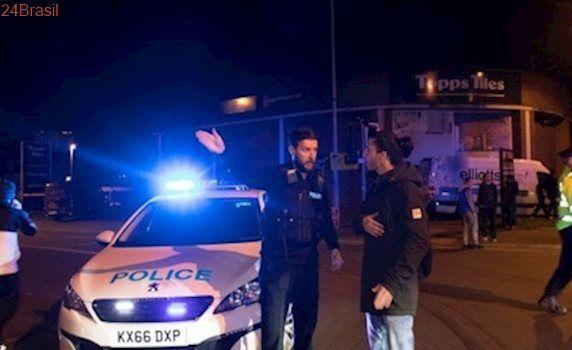Explosão em show de Ariana Grande na Inglaterra deixam mortos, segundo polícia