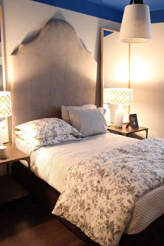 Scroll Headboard from West Elm via @Apartment TherapyPillows Placements, House Tours, Home Tours, White Beds, Bedside Tables, Apartments Bedrooms, Guest Rooms, Apartment Bedrooms, Bedrooms Ideas