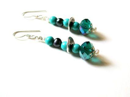 Σκουλαρίκια με τιρκουάζ πέτρες, κρυστάλλους και μαργαριτάρια. (Ασημένιος γάντζος 925). Earings with turquoise gamstones crysals and pearls. (Silver hook 925).