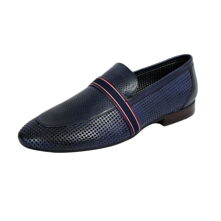 Moccasins are a great style addition in every wardrobe. They are comfortable, durable and compliment multiple styling occasions.