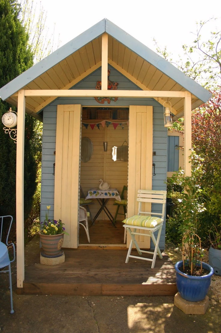 beach hut shed - way too cute!  great playhouse for kids or adults!