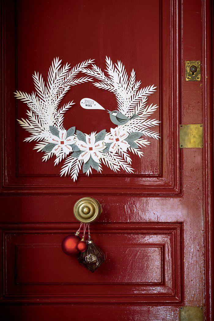 Une couronne de papier à suspendre pour Noël - paper christmas wreath - Marie Claire Idées