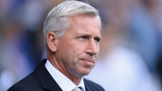 """Newcastle United boss Alan Pardew said Fabricio Coloccini's performance during Sunday's 1-1 draw with Sunderland """"was like watching Bobby Moore""""."""