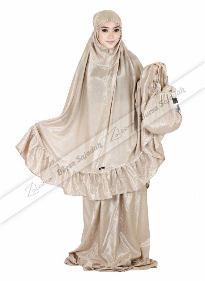 Mukena Huwaida, mukena cantik berbahan slimmer yang ringan, tidak transparan, dan memiliki kilau elegan! Mukena yang dilengkapi tas eksklusif ini juga dihiasi dengan swarovski yang membuatnya terlihat anggun. Selain pas untuk pemakaian sehari-hari, Mukena Huwaida juga sangat ideal dijadikan oleh-oleh atau hadiah istimewa untuk orang terdekat Anda.