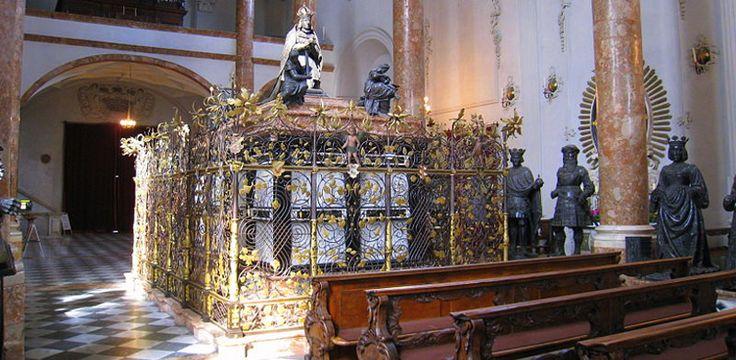 Maximiliano I, el creador del Techo Dorado de Innsbruck - http://www.absolutaustria.com/maximiliano-i-el-creador-del-techo-dorado-de-innsbruck/
