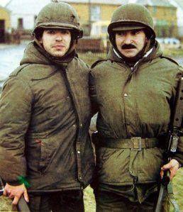 A la derecha el Sargento Rovedatti, a la izquierda soldado conscripto Luis Esteban Rovedatti (su hijo)