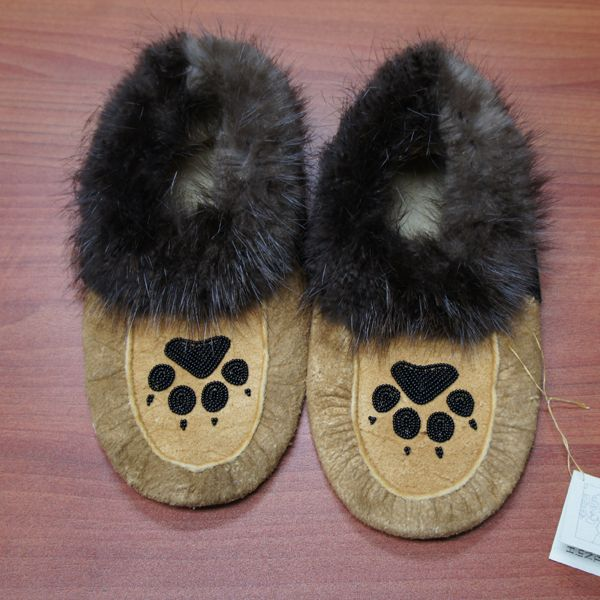 These hand beaded moose hide moccasins are a genuine piece of Aboriginal artwork. Makes a perfect gift for any occasion. Purchase online today.Men's size 8, Women's size 9.